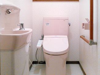 トイレリフォーム カラーコーディネートで温かみある空間に仕上げたトイレ