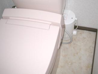 トイレリフォーム 階段をモデルチェンジ&収納スペースにトイレを新設