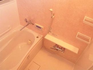 バスルームリフォーム ピンクのユニットバスで見た目も暖かなお風呂