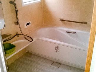 バスルームリフォーム 望みを叶えたオプション付き広々バスルーム