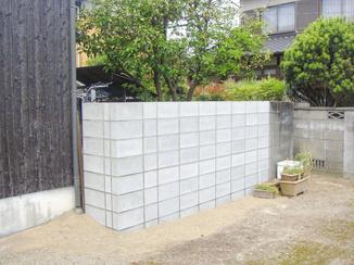 エクステリアリフォーム 外敵を完全にシャットアウトするコンクリートの塀
