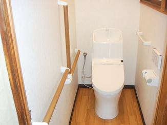 トイレリフォーム 母が安心して使える手すり付トイレ