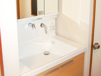 バスルームリフォーム ワンランク上の洗面所と間取変更でサイズアップしたお風呂