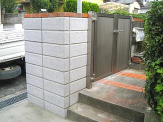 エクステリアリフォーム 塀修繕と昇降しやすい階段