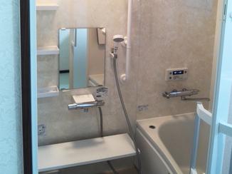 バスルームリフォーム 毎日の暮らしを快適に。温もりのあるお風呂場