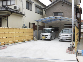 エクステリアリフォーム 竹垣のフェンスとカーポートの調和が美しい駐車スペース