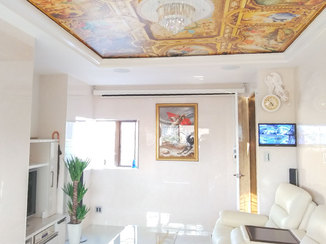 外壁・屋根リフォーム 石目調の内装に絵画が映える、ラグジュアリーな事務所